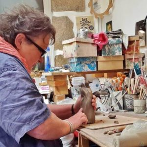 Paimpol. Artisan d'art : terre mouillée pour des mains en or
